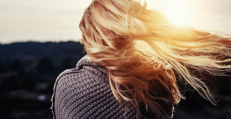 Jak pečovat o polámané a sluncem namáhané vlasy?