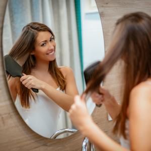 Není kartáč jako kartáč: Který je vhodný pro váš typ vlasů?